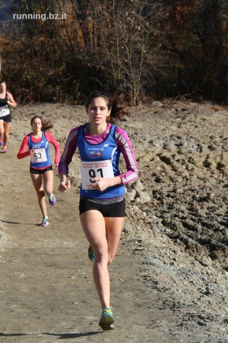 Läuferinnen des ASV Sterzing Volksbank glänzen bei den Landesmeisterschaften im Crosslauf der Oberschulen