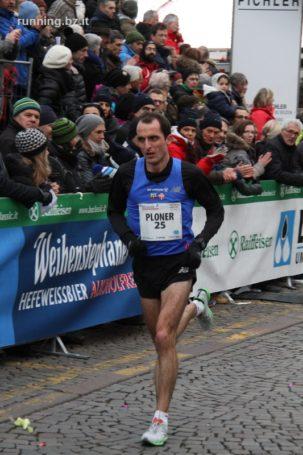 Markus Ploner gewinnt die Jubiläumsauflage (25 Jahre) des Meraner Halbmarathons