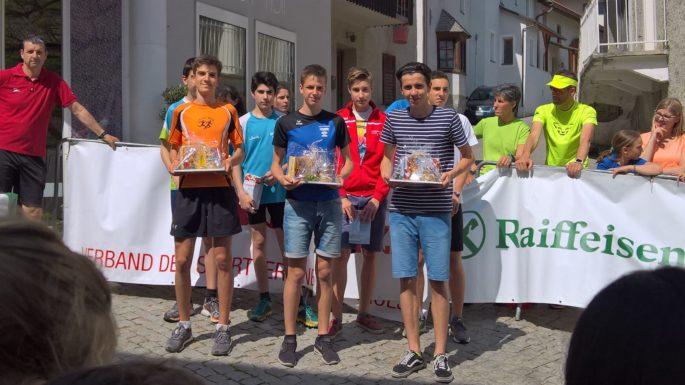 Beim Dorflauf in Laas verzeichnen die LäuferInnen des ASV Sterzing Volksbank zwei Siege, einen zweiten Platz und weitere gute Platzierungen