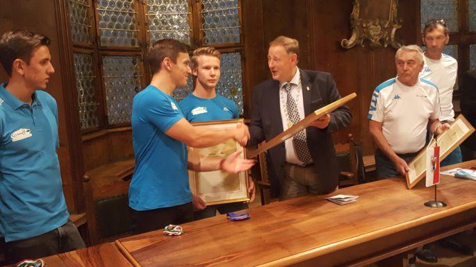 Stadtgemeinde Sterzing empfängt die U23 Rafting Weltmeister