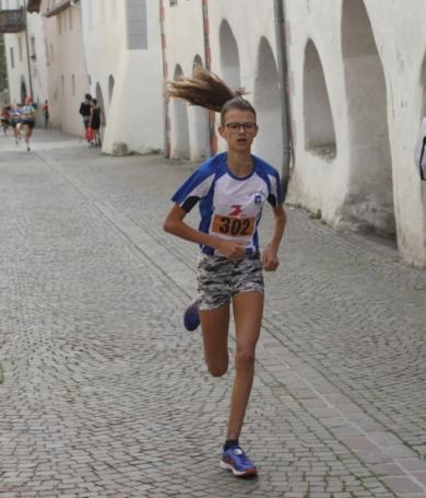 Ausgezeichnete Leistungen der Sterzinger Läuferinnen anlässlich der Regionalmeisterschaften der SchülerInnen A in Trient