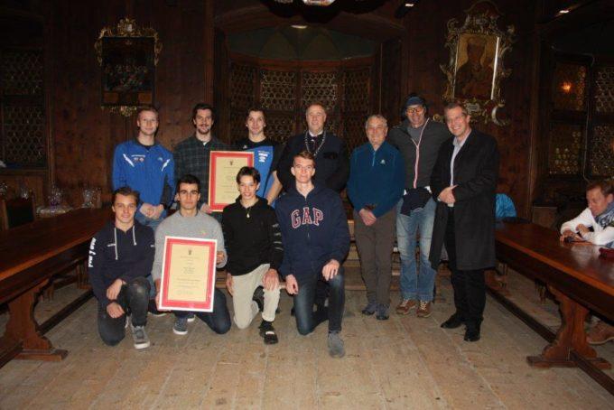 Stadtgemeinde Sterzing ehrt die Italienmeister U23 und die Vize-Italienmeister U19 der Sektion Rafting im ASV Sterzing Volksbank