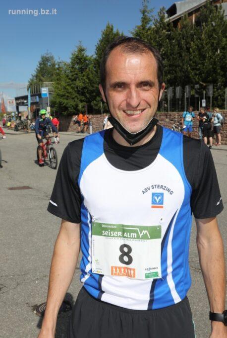 """Markus Ploner glänzt beim 8. """"Seiser Alm Halbmarathon"""" und erobert einen ausgezeichneten zweiten Platz"""